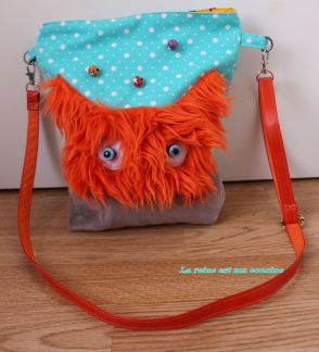 sac monstre poilu orange